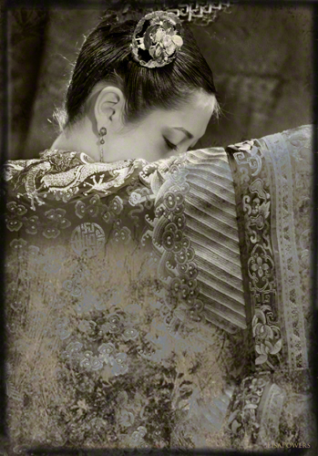 Photograph of a Chinese empress in imperial embroidered silk by Lisa Powers